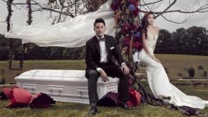 8X + 9X - Choáng với cặp đôi chụp ảnh cưới cùng quan tài trắng