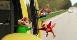 Đàn sóc chuột Chipmunk  quậy  tưng bừng trong trailer mới