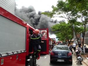 Tin tức Việt Nam - Cháy nổ vang trời ở Đà Nẵng, nhiều người bị thương