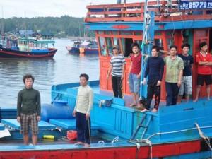 Thế giới - 11 ngư dân trên tàu cá bị Trung Quốc đâm chìm đã về bến