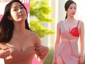 Phim - Người đẹp Hàn khoe nội y, suýt tụt váy trên thảm đỏ