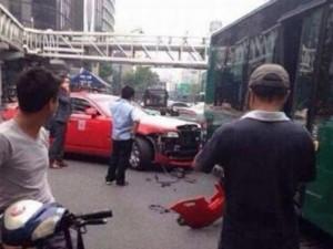 Ca nhạc - MTV - Cha đẻ Gangnam Style lái siêu xe gây tai nạn