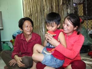 """Tin tức Việt Nam - Chị ve chai: """"Tôi hạnh phúc vì gia đình đoàn tụ"""""""