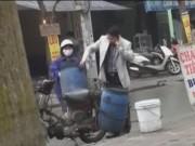 An ninh Xã hội - Camera giấu kín: Ai giúp cô gái khiêng thùng nước gạo?