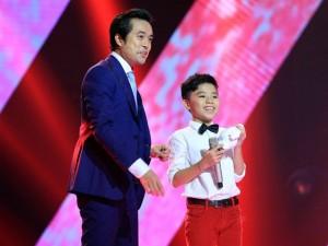 """Sao ngoại-sao nội - Cậu bé nghèo 12 tuổi """"gây sốt"""" The Voice Kids"""