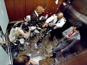 Tin tức trong ngày - Bạn sẽ làm gì khi thang máy rơi?