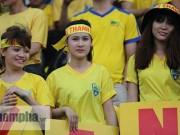 Tin bên lề bóng đá - Dàn fan nữ xinh xứ Thanh làm sôi động sân Long An