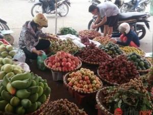 """Thị trường - Tiêu dùng - Dân sợ """"hàng Tàu"""", hoa quả Thái Lan tràn ngập HN"""