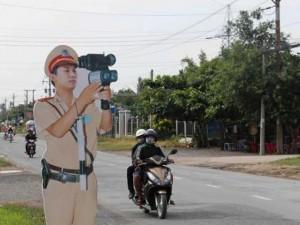 Tin tức Việt Nam - Tài xế giật mình với mô hình CSGT bắn tốc độ