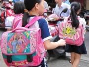 Sức khỏe đời sống - Hiểm họa cong vẹo cột sống trẻ em từ cặp sách