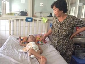 Tin tức trong ngày - Điều tra vụ cha dượng đạp vỡ đại tràng bé 3 tuổi