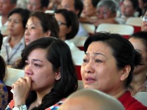 Tin tức trong ngày - Nước mắt rơi trong lễ cầu siêu cho 64 liệt sĩ Gạc Ma