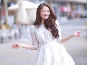 """Sao ngoại-sao nội - Hot girl 19 tuổi """"chạy đua"""" với Top đầu Vietnam Idol"""