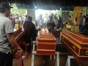 Tin tức Việt Nam - Chơi bên bờ ao, cả 3 anh em trượt chân, chết đuối