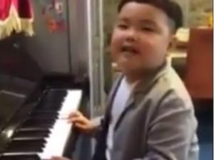 Sao ngoại-sao nội - Con trai Xuân Bắc gây cười khi hát hit của Tuấn Hưng