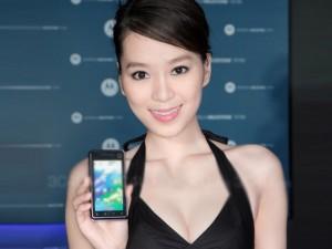 Thời trang Hi-tech - Ngắm chân dài gợi cảm bên smartphone