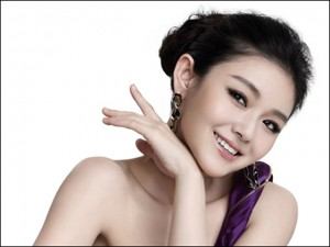 Phụ nữ tuổi 30 nên làm gì để loại bỏ nếp nhăn quanh mắt