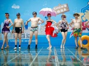 Tình yêu - Giới tính - TQ: Hàng trăm cụ bà trình diễn bikini