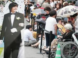 Phim - Cụ bà ngồi xe lăn chờ đám cưới Bae Yong Joon