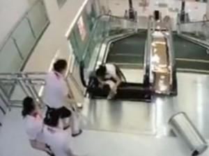 Tin tức trong ngày - Video: Một phụ nữ TQ chết thảm vì bị thang máy cuốn