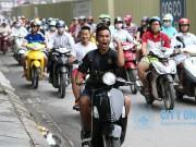 Tin bên lề bóng đá - Man City đưa ảnh fan Việt vi phạm luật giao thông