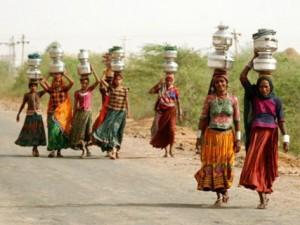 Tình yêu - Giới tính - Ấn Độ: Cưới vợ để có người đi lấy nước