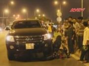 Video An ninh - Tông vào xe bán tải, 3 thanh niên văng xa cả chục mét