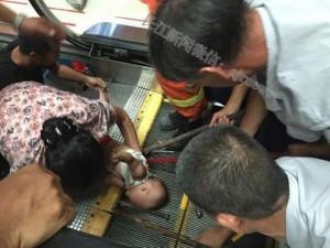 Thế giới - TQ: Em bé 1 tuổi bị cuốn vào thang máy siêu thị