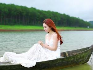 Đinh Hương ngọt ngào trở lại giữa cảnh Đà Lạt tuyệt đẹp