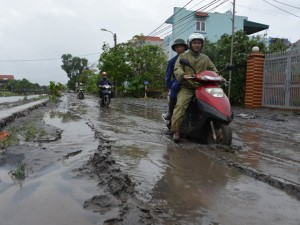 Quảng Ninh: Sau lũ, khu dân cư biến thành đầm lầy