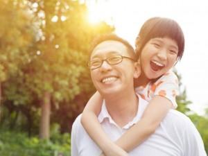 Bạn trẻ - Cuộc sống - Cha cho con bài học tự lập đầu đời