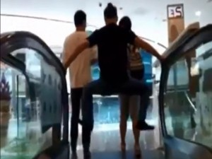 """Thế giới - Video: Chiêu đối phó """"tử thần thang cuốn"""" của dân TQ"""