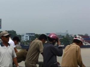 Tin tức trong ngày - Dừng xe giữa cầu Đồng Nai, 1 phụ nữ bất ngờ lao xuống sông