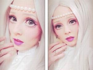 Phi thường - kỳ quặc - Thiếu nữ xinh đẹp trở thành búp bê sống vì bệnh lạ
