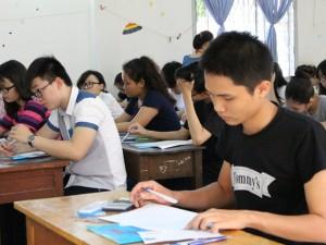 """Tuyển sinh 2016 - TP.HCM: Nhiều trường """"hot"""" gây bất ngờ với điểm nhận hồ sơ bằng điểm sàn"""