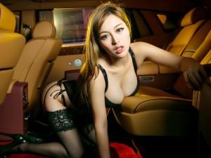 Ô tô - Xe máy - Chân dài khoe thân hình gợi cảm bên Rolls-Royce