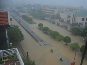 Tin thời tiết - Lý giải hiện tượng mưa lũ khiến 17 người chết ở Quảng Ninh