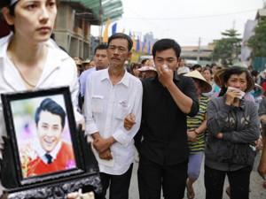 Phim - Dòng người nghẹn ngào tiễn đưa MC Quang Minh về đất mẹ