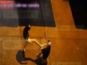 Tình yêu - Giới tính - Thiếu nữ đánh bạn trai tàn nhẫn ngay giữa đường