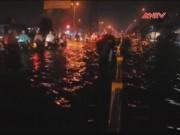 Video An ninh - Clip: Mưa lớn TP.HCM chìm trong biển nước