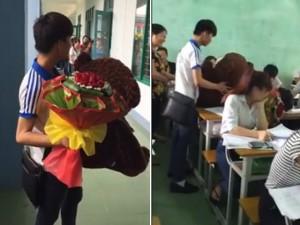 Bạn trẻ - Cuộc sống - Chàng trai mang hoa, gấu bông đến tận lớp cô gái tỏ tình