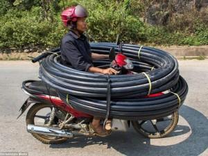 """Giới trẻ - Những """"tay lái lụa"""" Việt Nam được lên báo nước ngoài"""