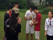 """Bóng đá - Công Phượng & HAGL bị fan """"quây"""" ở Hải Phòng"""