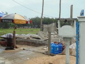 Tin tức Việt Nam - Chết thảm vì cả mảng tường đè lên người