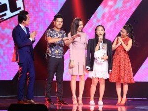 """Sao ngoại-sao nội - """"Hot girl 14 tuổi xứ Huế"""" khiến HLV The Voice Kids bấn loạn"""