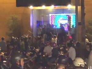 Tệ nạn xã hội - Khởi tố vụ nhóm côn đồ chém loạn xạ trước quán bar