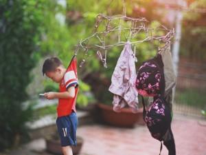 """Giới trẻ - Bộ ảnh """"Đứa trẻ công nghệ"""" thức tỉnh cộng đồng mạng"""