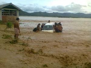 Tin tức trong ngày - Ấn Độ: Bão lũ, lở đất làm 60 người chết