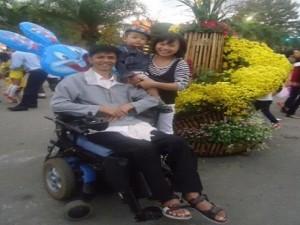 Bạn trẻ - Cuộc sống - Chuyện cổ tích của chàng khuyết tật lấy vợ điều dưỡng