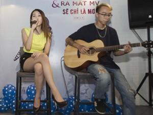 Emily khoe giọng mộc cùng bạn trai cũ Hòa Minzy